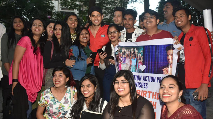 Sidharth Malhotra celebrates his birthday with fans