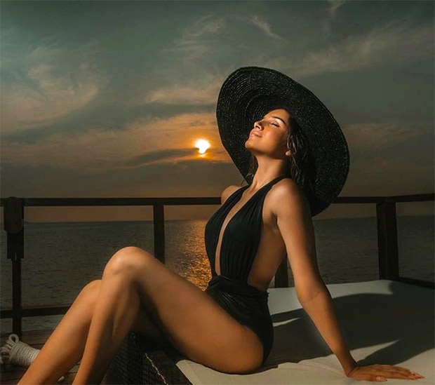 Tara Sutaria sets the internet on fire in a sexy black monokini worth almost Rs. 25,000!