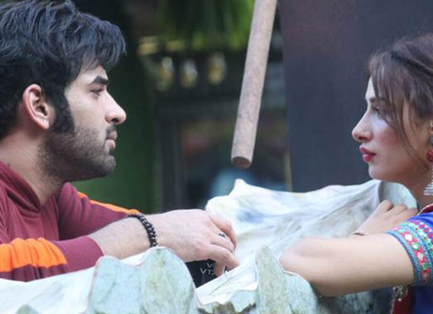 Bigg Boss 13: Paras Chhabra' mother asks him to not kiss and hug Mahira Sharma; he accuses his mother of being upset because of Akanksha Puri