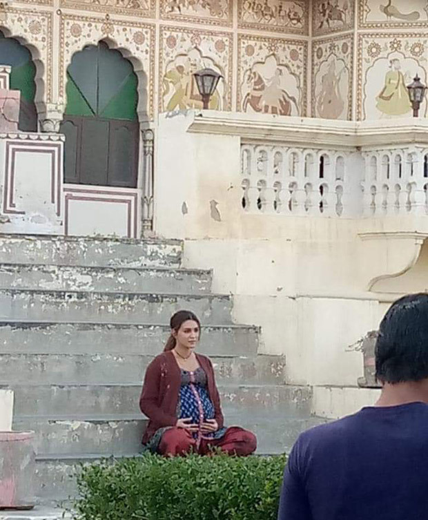 Kriti Sanon cradles her baby bump in LEAKED PHOTO from the sets of Mimi