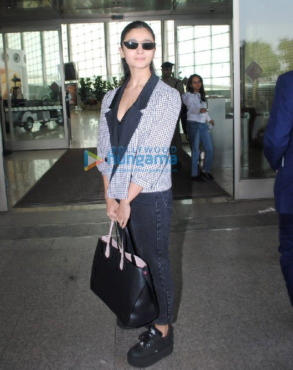Photos Alia Bhatt, Ananya Panday, Mouni Roy and others snapped at the airport (1)