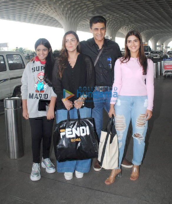 Photos Alia Bhatt, Ananya Panday, Mouni Roy and others snapped at the airport (9)