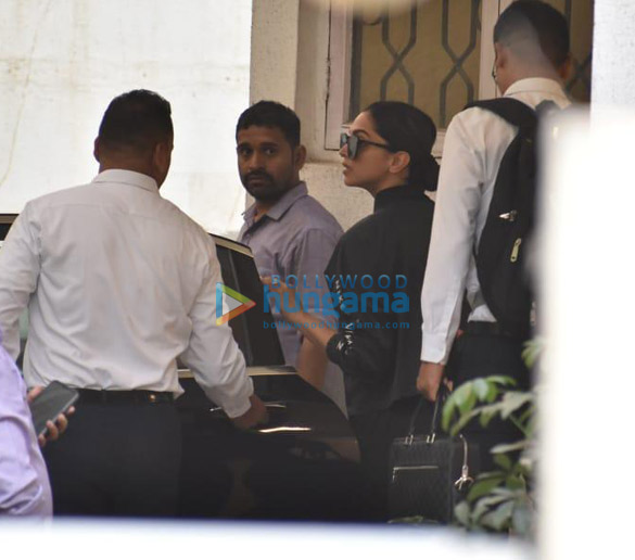 Photos Deepika Padukone, Ajay Devgn and Kabir Khan snapped at a dubbing studio (2)