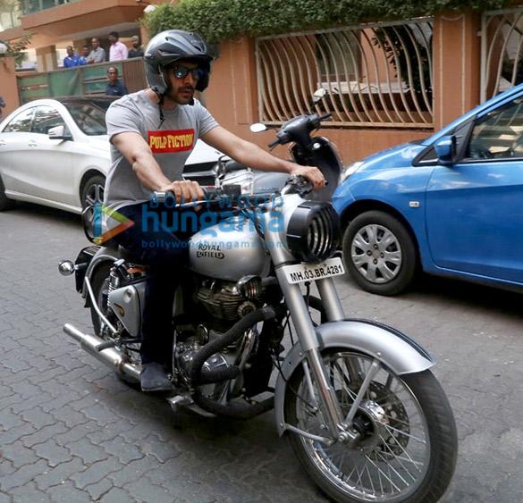 Photos Kartik Aaryan and Janhvi Kapoor spotted at Maddock Films' office (1)