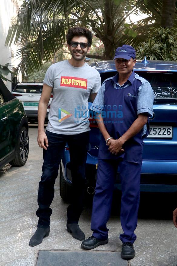 Photos Kartik Aaryan and Janhvi Kapoor spotted at Maddock Films' office (4)