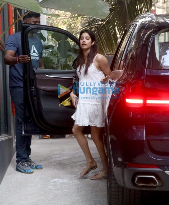 Photos Kartik Aaryan and Janhvi Kapoor spotted at Maddock Films' office (6)