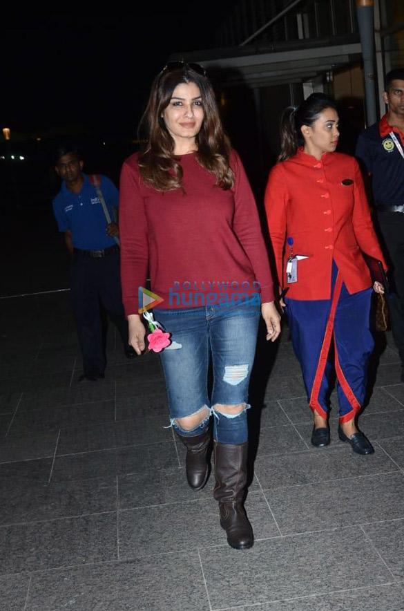 Photos Sara Ali Khan, Kartik Aaryan, Deepika Padukone and others snapped at the airport (1)