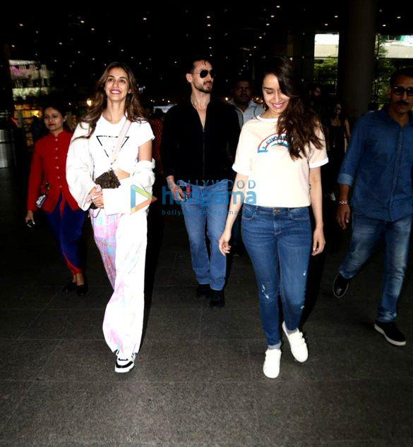 Photos Tiger Shroff, Disha Patani, Shraddha Kapoor and others snapped at the airport (2)
