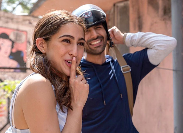 Kartik Aaryan cracks a 'Chalan Katega' joke and 'amma' Sara Ali Khan isn't pleased