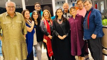 Rakesh Roshan and Pinkie Roshan host the Kapoors and the Dhawans for dinner, see photo