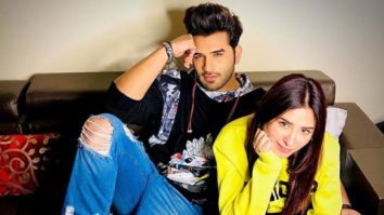 Mahira Sharma poses with Paras Chhabra and his mother, fans go into frenzy