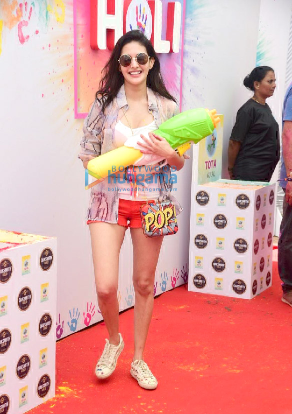 Photos Amyra Dastur, Akshay Oberoi and Nucleya attend the Zoom Holi Party 2020 (1)