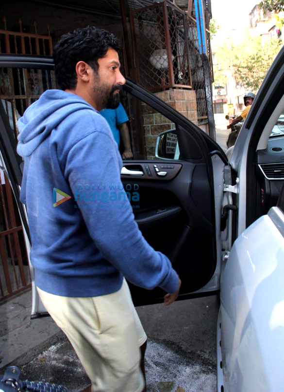 Photos Farhan Akhtar and Javed Akhtar spotted at Shankar Mahadevan's dubbing studio (2)