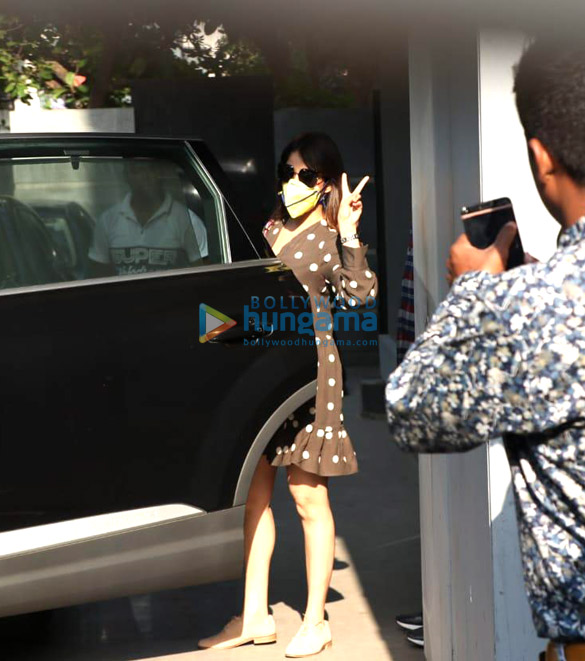 Photos Jacqueline Fernandez and Yami Gautam spotted at Jackky Bhagnani's office (6)
