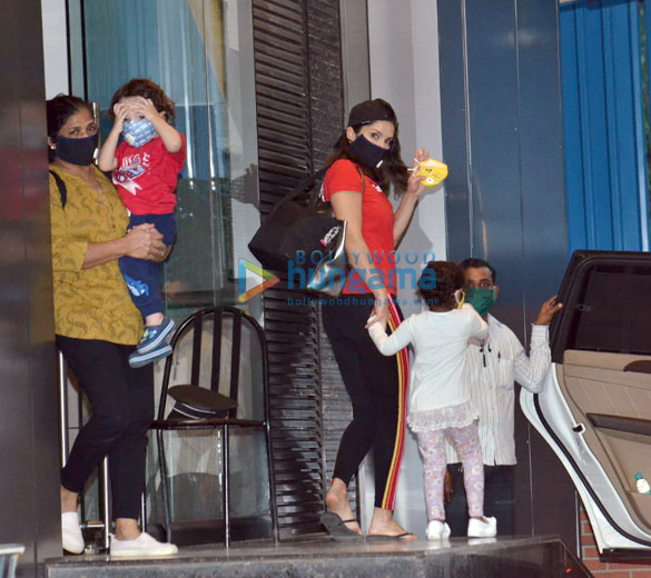 Photos Sunny Leone and family spotted in Juhu (2)