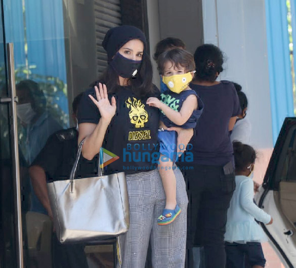 Photos Sunny Leone snapped with her kids at play school in Juhu (4)