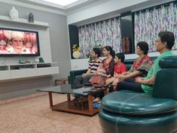 Arun Govil who played Ram watches Ramayan with his grandchildren; picture goes viral