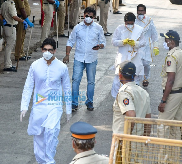 Photos Celebs attend Rishi Kapoor's funeral (3)
