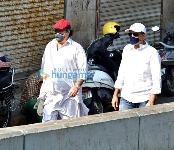 Photos Celebs attend Rishi Kapoor's funeral3 (1)
