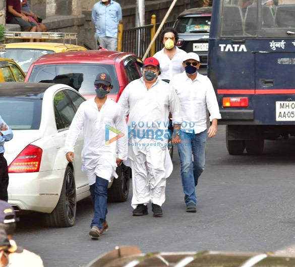 Photos Celebs attend Rishi Kapoor's funeral3 (2)