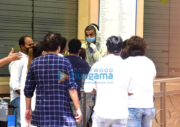 Photos Irrfan Khan's mortal remains taken for burial from the hospital (4)