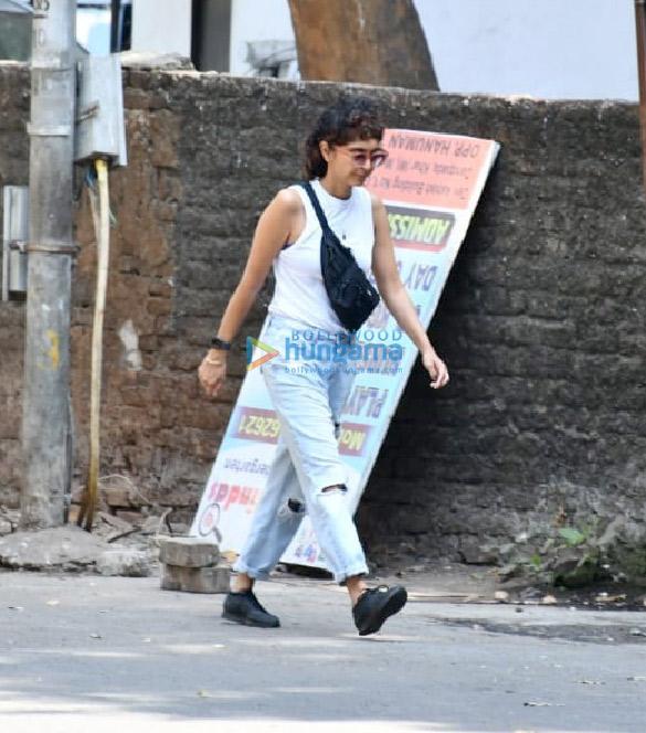 Photos Kiran Rao snapped in Bandra (2)