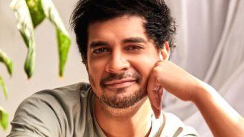 Tahir Raj Bhasin says that he looked to Ranveer Singh as Kapil Dev during the shoot of '83