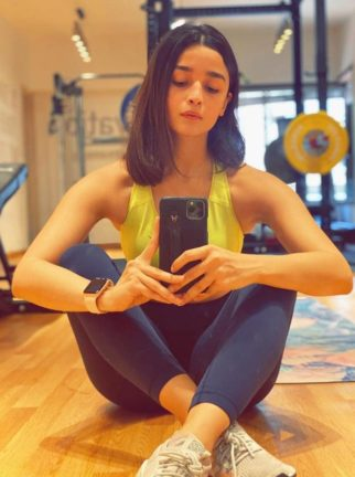 Alia Bhatt chopped her hair with the help of a loved one, internet guesses it's Ranbir Kapoor