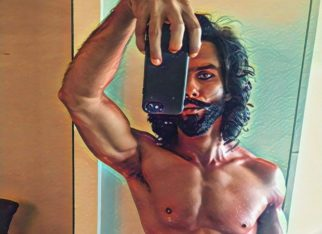 Shahid Kapoor flaunts his chiseled six-pack abs in this throwback picture from Padmaavat