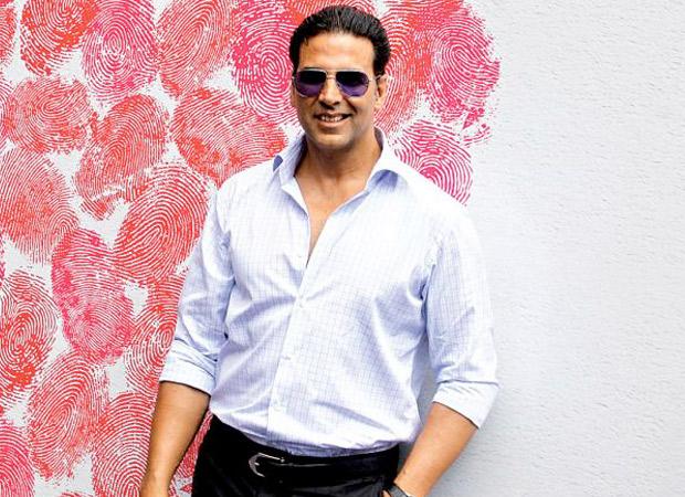Akshay Kumar donates 1000 wrist bands to Mumbai Police to assist detect Coronavirus signs : Bollywood Information 7