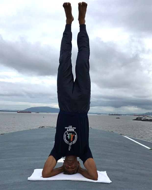 Watch: Milind Soman does a neat head-stand, shares his lockdown routine : Bollywood Information 9