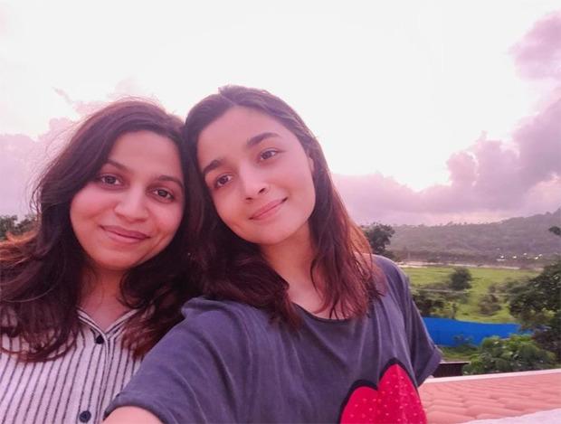 Alia Bhatt and sister Shaheen enjoy pink sunset