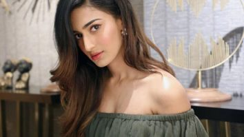 VIDEO Erica Fernandes cuts her own hair and the look is 'bang' on!