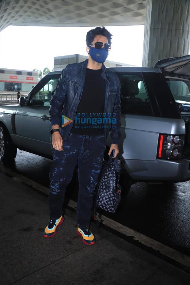 Akshay Kumar leaves for the UK with family, Huma Qureshi, Jackky Bhagnani and Bellbottom team