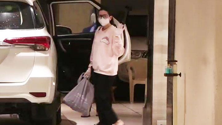 Karisma Kapoor spotted at her mother Babita Shivdasani's house