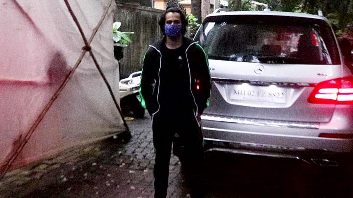 Varun Dhawan spotted in Juhu