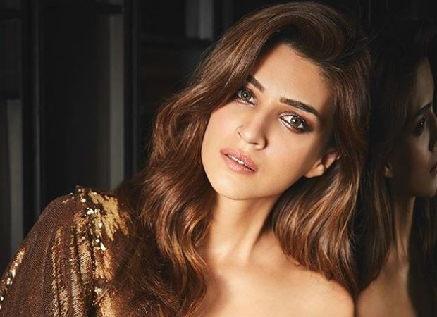 Kriti Sanon reacts to media chaos on flight with Kangana Ranaut onboard