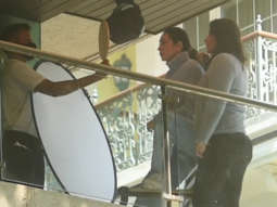 Kareena Kapoor and Karisma Kapoor spotted at their home balcony for a photoshoot