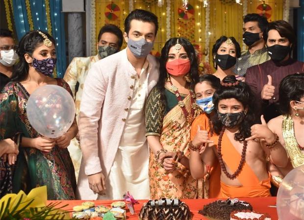 Mohsin Khan celebrates his birthday on the sets of Yeh Rishta Kya Kehlata Hai : Bollywood News – Bollywood Hungama