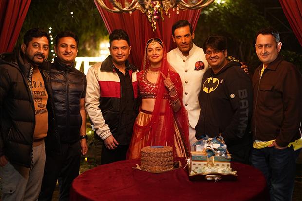Divya Khosla Kumar celebrates her birthday Satyamev Jayate 2 set with John Abraham, Bhushan Kumar & Milap Zaveri : Bollywood News – Bollywood Hungama