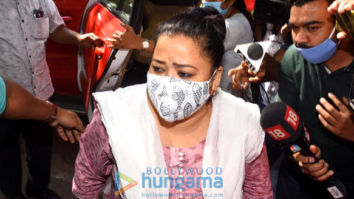 Photos: Bharti Singh and Harsh Limbachiyaa arrive at the NCB Office