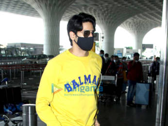 Photos: Disha Patani, Sidharth Malhotra and Diana Penty snapped at the airport