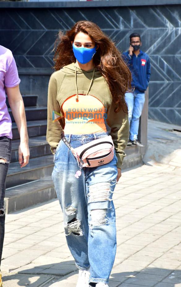 Photos: Disha Patani spotted at Maple store