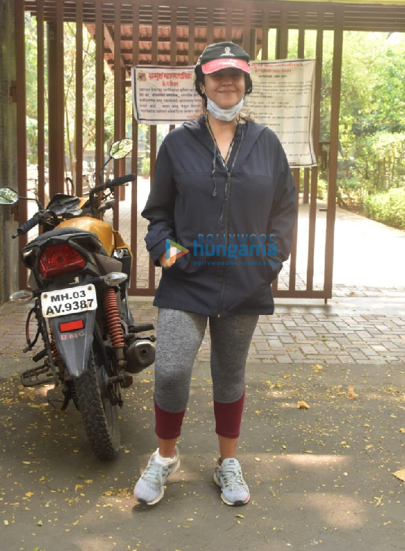 Photos Ekta Kapoor snapped in Juhu (1)
