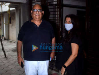 Photos: Farhan Akhtar, Shibani Dandekar, Zoya Akhtar, Satish Kaushik snapped at Javed Akhtar's house in Juhu