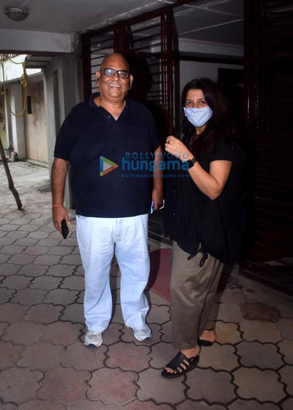 Photos: Farhan Akhtar, Shibani Dandekar, Zoya Akhtar, Satish Kaushik snapped at Javed Akhtar's house in Juhu