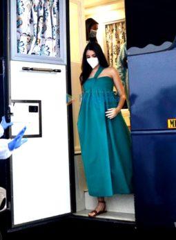 Photos: Mom-to-be Anushka Sharma spotted shooting in Mumbai