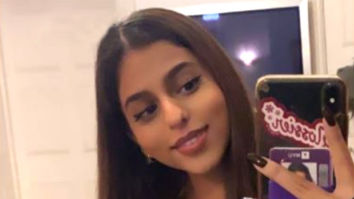 Suhana Khan shares a stunning mirror selfie sporting her infectious smile