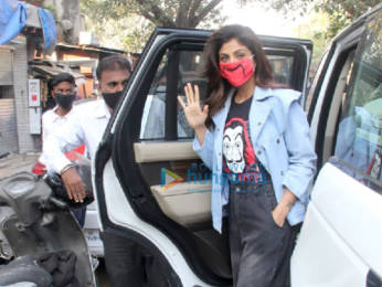 Photos: Shilpa Shetty spotted outside a dental clinic in Khar