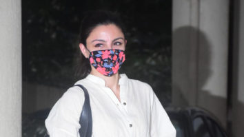 Soha Ali Khan snapped at Babita Kapoor's house in Khar